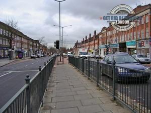Hampstead-Garden-Suburb-Sidewalk